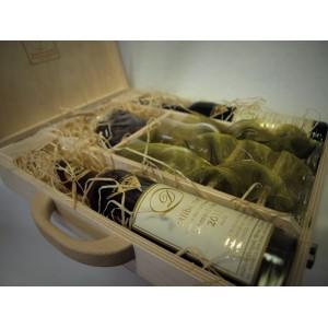 Sada slámových vín se skleničkami